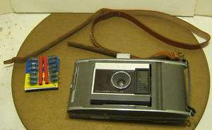VINTAGE Polaroid Model J66 Land Camera w Bulbs