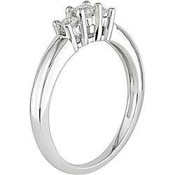 4ct TDW Round Diamond Three Stone Ring (J K/ I2 I3)
