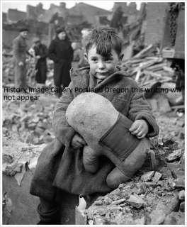 1945 ABANDONED BOY & TEDDY BEAR LONDON BOMBING PHOTO