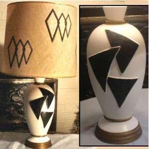 Rero Mid Cenury Hollywood Regency Absrac Lamp wih Original Shade